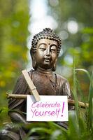 Buddha mit den Worten Celebrate Yourself!