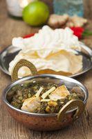 indischen Murgh Palak Gericht mit Reis