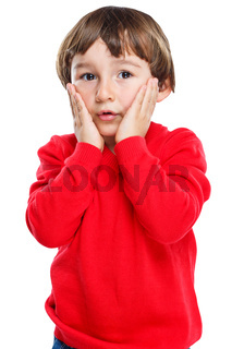 Kind Junge Angst Sorge erstaunt Entsetzen Hochformat Freisteller freigestellt isoliert
