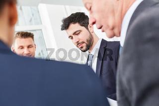 Geschäftsleute besprechen die Planung