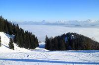 Skigebiet mit Bergpanorama