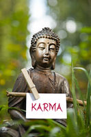 Buddha mit dem Wort Karma