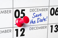 Wall calendar with a red pin - December 05