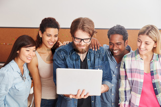 Studenten mit Laptop Computer