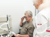 Checks vision on optometric clinic
