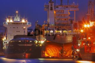 Frachtschiffe im Hamburger Hafen, Deutschland, Freighters at Hamburg Harbour, Germany