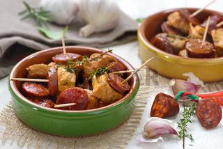 Pinchos mit Filet und Chorizo