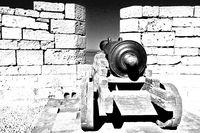 alte Kanone im Fort - Essaouira schwarz-weiss.jpg