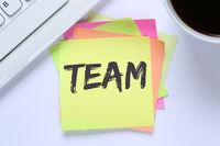 Team Teamwork zusammen arbeiten Arbeit Schreibtisch