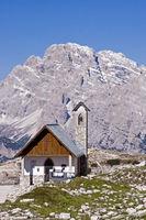 Bergkapelle mit Monte Piana