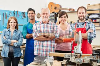 Erfolgreiches multikulturelles Handwerker Team
