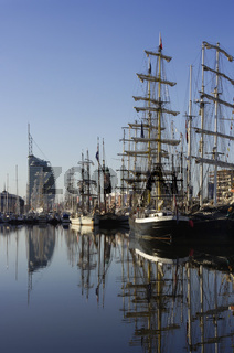 Atlantic Hotel Sail City und Segelschiffe im Neuen Hafen von Bremerhaven,