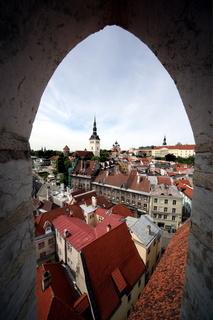 Blick ueber die  Altstadt von Tallinn in der Hauptstadt von Estland