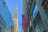 Empire State Building und US Flagge