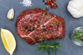 Fleisch Steak roh Rindfleisch von oben Schieferplatte