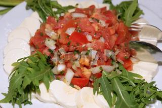 Tomatensalat mit Mozzarella