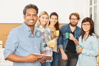 Studenten in einer Kaffeepause