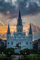 St. Louis Cathedral in New Orleans bei Sonnenuntergang