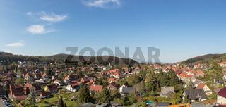 Stadtbild von Wernigerode als Panorama mit Gebirge