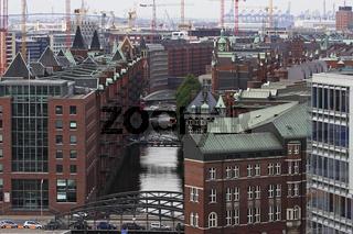 Speicherstadt im Hamburger Hafen, Deutschland, Old Store Houses and Contruction on Hafen-City at Hamburg Harbor, Germany