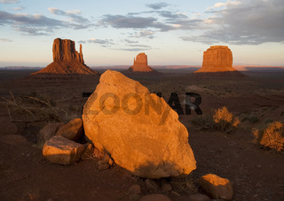 Monument Valley bei Sonnenuntergang, Arizona/Utah, USA
