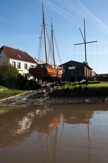 Toenniger Bootswerft Dawartz_Konzessionierte historische kleine Holzschiffswerft heute ein weithin gefragtes Spezialunternehmen zum Bau von Nachbildungen hölzerner historischer Eiderschiffe; Nordfriesland