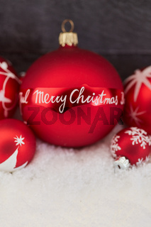 Merry Christmas Hintergrund mit roter Kugel