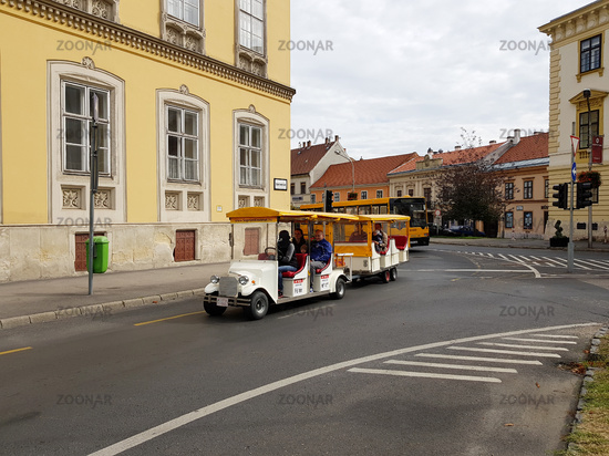 Tourists to sightseeing tour in Sopron.