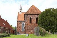 Glockenturm und Kirche in Loquard, Ostfriesland
