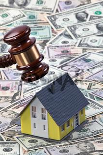 Symbol für Immobilien Krise bei Häusern
