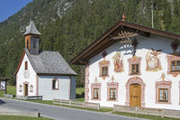 Traditionell bemalte Bauwerke in Tirol