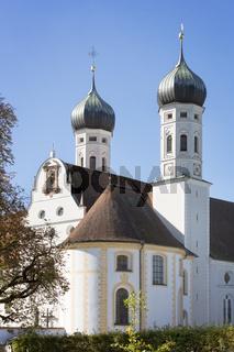 Kloster Benediktbeuern, Bayern, im Herbst