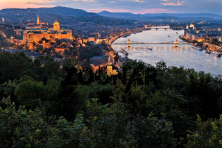 Ungarn, Budapest, Burghügel und Burg. Stadtansicht