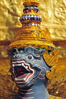 Goldener Chedi vor dem Pantheon