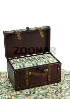 Schatzkiste mit Dollarscheinen