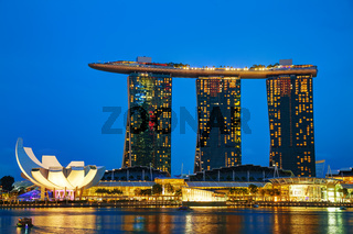 Overview of the marina bay with the Marina Bay Sands
