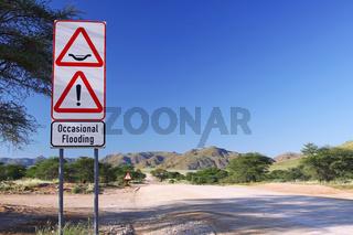 Unterwegs auf Namibias Straßen, Überschwemmungen; on tour on Namibias streets, flooding