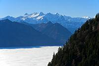 Inversionswetterlage mit Nebelmeer über dem Alpnachersee, Alpnach, Schweiz