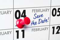 Wall calendar with a red pin - February 04