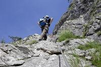 Sportler an der Kletterwand