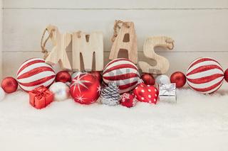 Weihnachtskugel mit Xmas Text zu Weihnachten