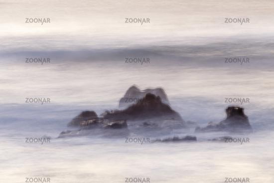 Felsen und Wellen