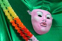 zur Faschingszeit belebt eine bunte Innendekoration - Karneval