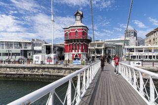Uhrturm mit Schwingbrücke an der Victoria und Alfred Waterfront,