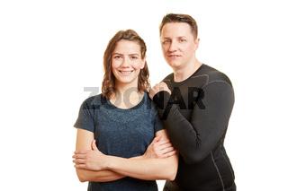 Mann und Frau als junges Paar als Fitnesstrainer