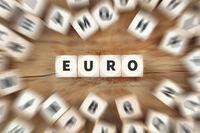 Euro Geld Währung EU Europa Wirtschaft Finanzen Würfel Business Konzept