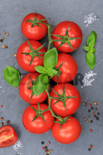 Tomaten Tomate rot Gemüse hochkant Schiefertafel von oben