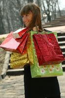 glückliche Frau beim Shopping