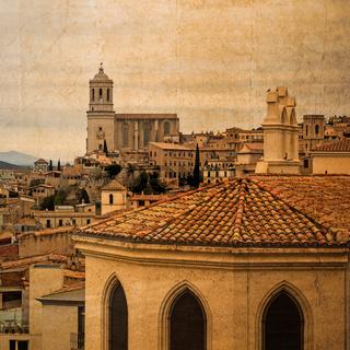 Postkarte im vintage look der Altstadt von Girona, Spanien, mit Kathedrale