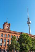 Rathaus und Fernsehturm in Berlin